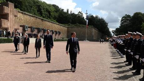 Emmanuel Macron, Edouard Philippe et Florence Parly lors de la traditionnelle cérémonie au Mont Valérien le 18 juin 2020.
