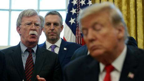 Le président américain Donald Trump écoute un discours de son conseiller à la sécurité nationale, John Bolton, à Washington, États-Unis, le 7 février 2019. (image d'illustration)