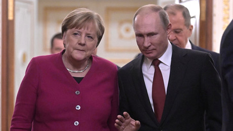 Le président russe Vladimir Poutine et la chancelière allemande Angela Merkel arrivent pour une conférence de presse conjointe au Kremlin à Moscou, Russie, le 11 janvier 2020. (image d'illustration)