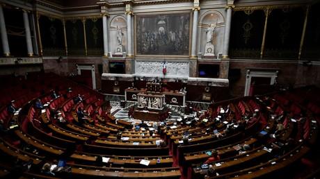 Cliché pris dans hémicycle lors de l'examen du projet de loi organisant la sortie de l'état d'urgence sanitaire, le 17 juin 2020, à l'Assemblée nationale, à Paris (image d'illustration).