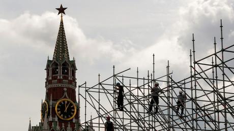 Des ouvriers travaillant aux préparatifs du défilé militaire du Jour de la Victoire sur la Place Rouge à Moscou, en Russie, le 6 juin 2020. (image d'illustration)