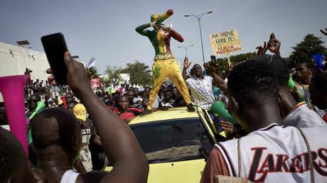 Les Maliens étaient nombreux pour protester contre le pouvoir le 19 juin.