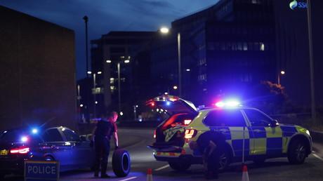 La police à Forbury Gardens dans la ville britannique de Reading, le 20juin 2020.