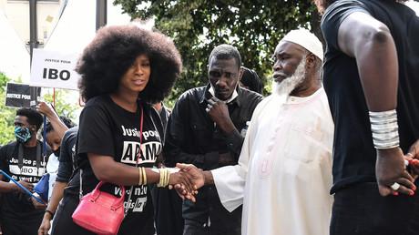 Assa Traoré (sœur d'Adama) salue le père de Lamine Dieng décédé en 2007, Paris, 20 juin (image d'illustration).