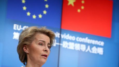 La présidente de la Commission européenne, Ursula von der Leyen, lors du sommet virtuel avec le président chinois Xi Jinping à Bruxelles, Belgique le 22 juin 2020.