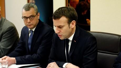 A gauche le secrétaire général de l'Elysée Alexis Kohler, à droite le président de la République Emmanuel Macron (image d'illustration).