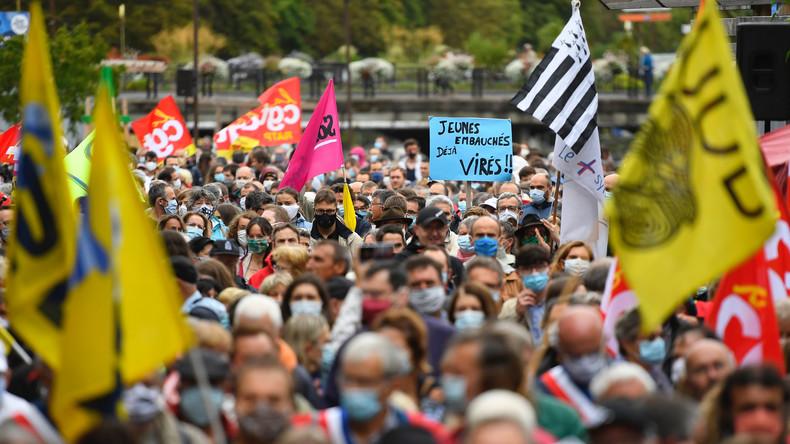 Bretagne : des milliers de manifestants battent le pavé contre le plan social annoncé par Nokia
