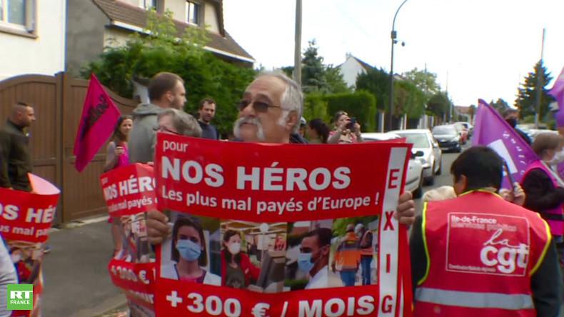 Rassemblement devant un Ehpad en soutien à deux aides-soignantes menacées de sanctions