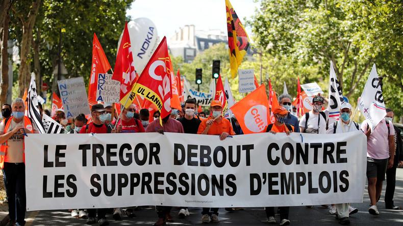 Les salariés de Nokia manifestent à Paris contre la suppression de 1 233 emplois
