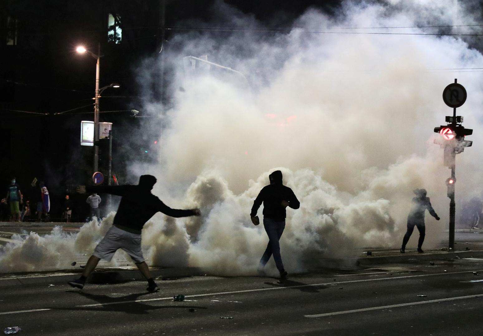 Covid-19: intenses débordements nocturnes à Belgrade après l'annonce gouvernementale d'un couvre-feu