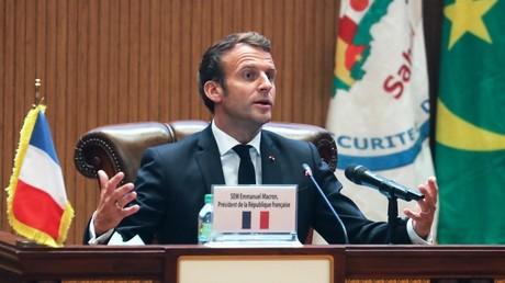 Le président Emmanuel Macron s'exprime lors de la conférence de presse de clôture du sommet du G5 Sahel, le 30 juin 2020, à Nouakchott, en Mauritanie.