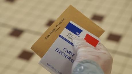Municipales : dans l'Oise, la photo montrant les nouveaux élus faire un doigt d'honneur ne passe pas