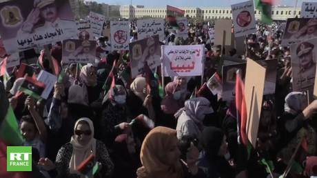 Des milliers de personnes manifestent, le 5 juillet, à Benghazi, en Libye, contre les ingérences turques.