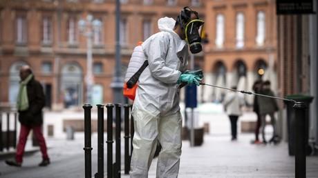 Désinfection dans la rue à Toulouse en avril.