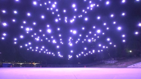 Une flotte de drones trace dans le ciel de Séoul des messages de gratitude pour les médecins