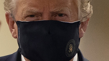 Le président américain Donald Trump porte un masque au Walter Reed National Military Medical Center à Bethesda (Maryland), le 11 juillet 2020.