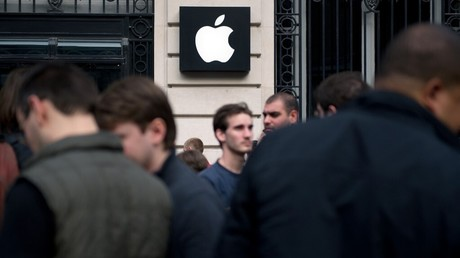 Cliché pris devant la boutique Apple à Paris, le 25 mars 2011 (image d'illustration).