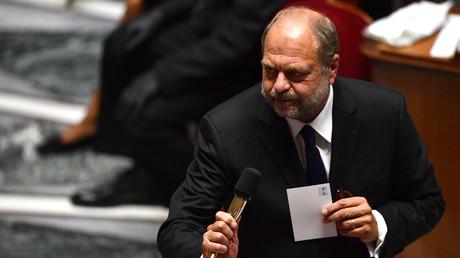 Le ministre français de la Justice Eric Dupond-Moretti s'exprime lors d'une séance de questions au gouvernement à l'Assemblée nationale française à Paris le 8 juillet 2020 (image d'illustration).