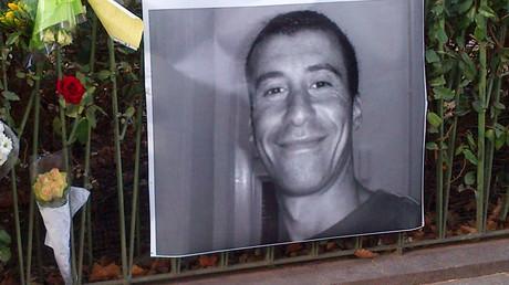 Portrait commémoratif d'Ahmed Merabet après son assassinat, à Paris, dans le XIe arrondissement, 11 janvier 2015 (image d'illustration).