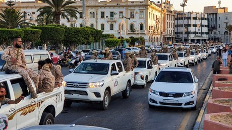 Des membres de la Brigade de Tripoli, milice fidèle au GNA, défilent sur la place des Martyrs, le 10juillet 2020 à Tripoli, en Libye (image d'illustration).