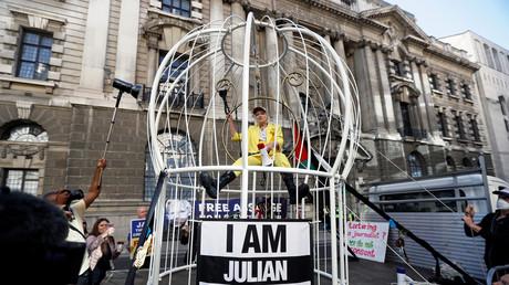 Le happening de Vivienne Westwood en soutien à Julian Assange, à Londres, le 21 juillet.