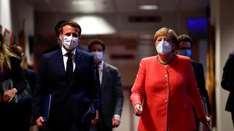 Emmanuel Macron et Angela Merkel se dirigeant vers un point presse à la fin du sommet européen à Bruxelles, le 21 juillet (image d'illustration).
