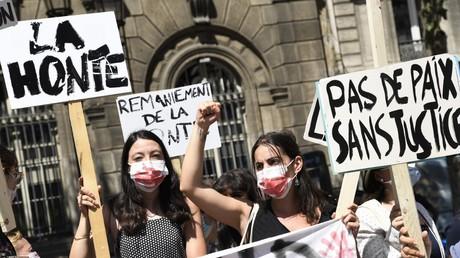 Des élus écologistes et militantes féministes manifestent contre la présence de Christophe Girard au poste d'adjoint à la culture, le 23 juillet à Paris.