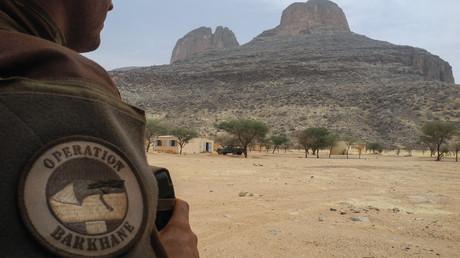 Photographie prise le 27 mars 2019 montrant un soldat français de l'opération Barkhane dans la région du Gourma au Mali (image d'illustration).