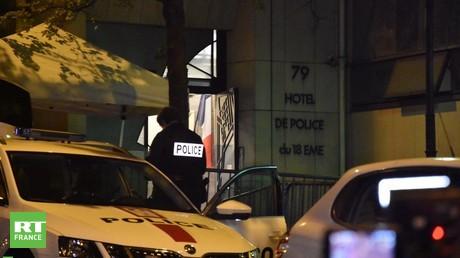Emmanuel Macron s'est rendu dans un commissariat du 18e arrondissement de Paris