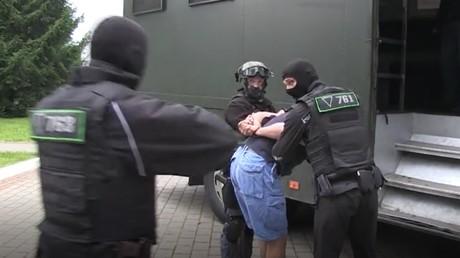 Les autorités biélorusses procèdent à l'arrestation de ressortissants russes, le 29 juillet 2020.