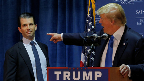 Le candidat républicain américain Donald Trump et son fils Donald Trump Jr. à Manchester, New Hampshire, le 11 novembre 2015. (image d'illustration)