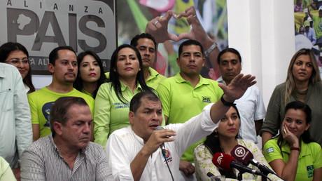 L'ancien président équatorien Rafael Correa s'adresse aux médias au siège de son parti Alianza Pais à Guayaquil, Equateur, le 25 novembre 2017.  (image d'illustration)