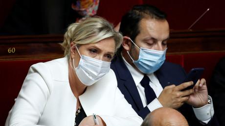 Marine Le Pen et Sébastien Chenu à l'Assemblée nationale à Paris, France, le 15 juillet 2020.