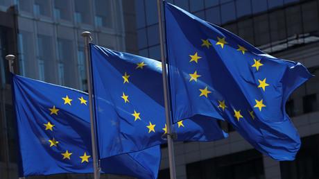 Des drapeaux de l'Union européenne au siège de la Commission à Bruxelles (image d'illustration).