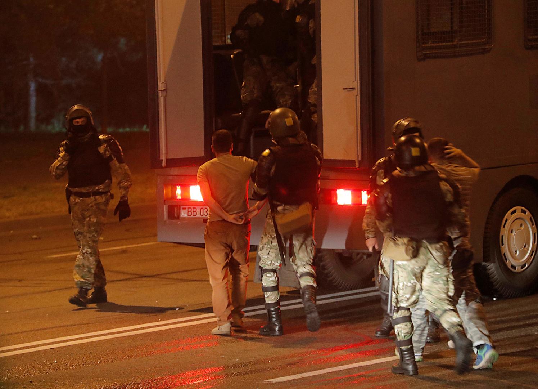 Biélorussie : heurts entre policiers et manifestants en marge de l'élection présidentielle