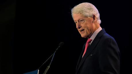 Une victime présumée de trafic sexuel affirme avoir vu Bill Clinton sur l'île de Jeffrey Epstein