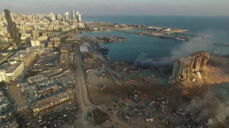 Un drone filme le port de Beyrouth depuis le ciel après la catastrophe (VIDEO)