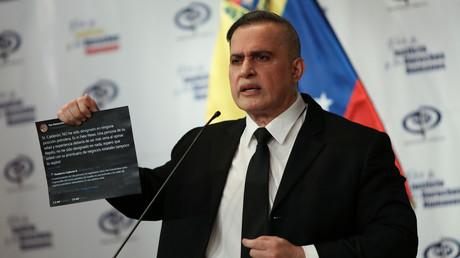 Le procureur général du Venezuela, Tarek William Saab, tient une conférence de presse un jour après que le gouvernement vénézuélien a déclaré avoir déjoué une tentative d'incursion de «mercenaires terroristes» de Colombie, à Caracas au Venezuela, le 4 mai 2020.