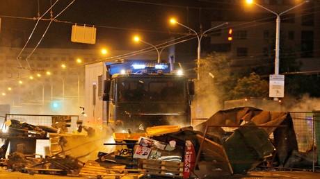 Barricades installées par des manifestants le 11 août à Minsk, en Biélorussie.