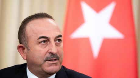 Le ministre turc des Affaires étrangères Mevlut Cavusoglu, lors d'une conférence de presse à Moscou en janvier 2020 (image d'illustration).
