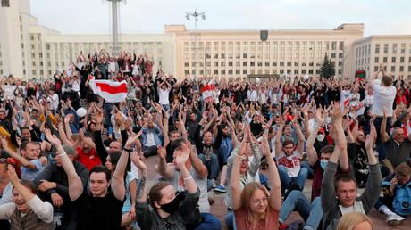 Manifestation de protestataires contestant le résultat de l'élection présidentielle en Biélorussie, à Minsk le 14 août 2020.