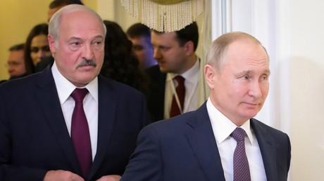 Vladimir Poutine et Alexandre Loukachenko, le 20 décembre 2019, à Saint-Pétersbourg (Russie) (image d'illustration).