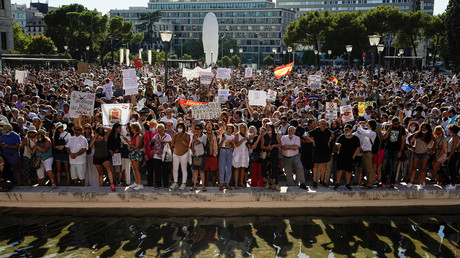 Manifestants anti-masques le 16 août à Madrid.