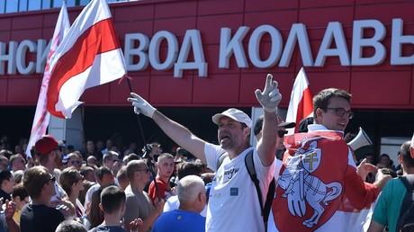 Des manifestants devant l'usine MZKT de Minsk, le 17 août 2020, en Biélorussie (image d'illustration).