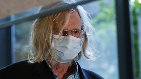 «Recommandation» plutôt qu'«obligation» : Didier Raoult donne son avis sur l'imposition du masque