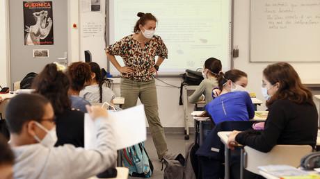 Une salle de classe en collège, à Boulogne-Billancourt, en juin 2020 (image d'illustration).