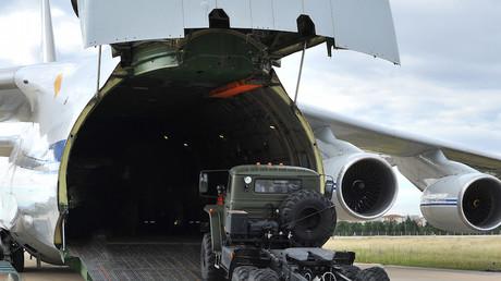 Un avion cargo militaire russe chargeant des S-400 pour les acheminer de Russie en Turquie le 12 juillet 2019.