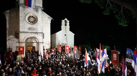 Des manifestants protestent contre la loi controversée sur «la liberté religieuse» à Herceg Novi au Monténégro, le 2 février 2020.