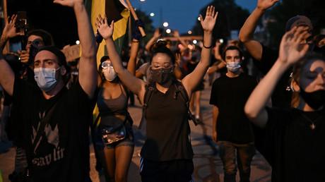 Manifestation contre le racisme et les violences policières le 26 août à Kenosha (Wisconsin), quelques jours après que Jacob Blake a été grièvement blessé par un policier qui tentait de l'interpeller.