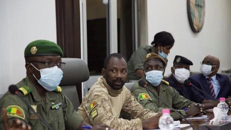 Assimi Goïta, président du Comité national pour le salut du peuple, lors d'une réunion avec une délégation de la Cédéao le 22 août 2020 (image d'illustration).